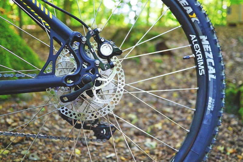 best-full-suspension-mountain-bikes-brake